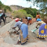 The Water Project : 13-kenya4473-construction
