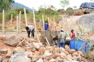 The Water Project : 19-kenya4470-construction