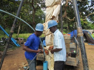 The Water Project : 29-sierraleone5094-test-pumping