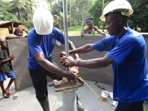 The Water Project : 37-sierraleone5093-pump-installation