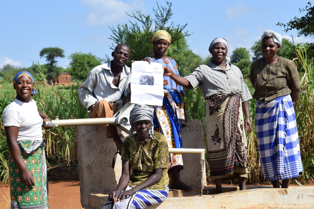 The Water Project : asdf_kyeni-kya-karuri-shg_complete-shallow-well-3