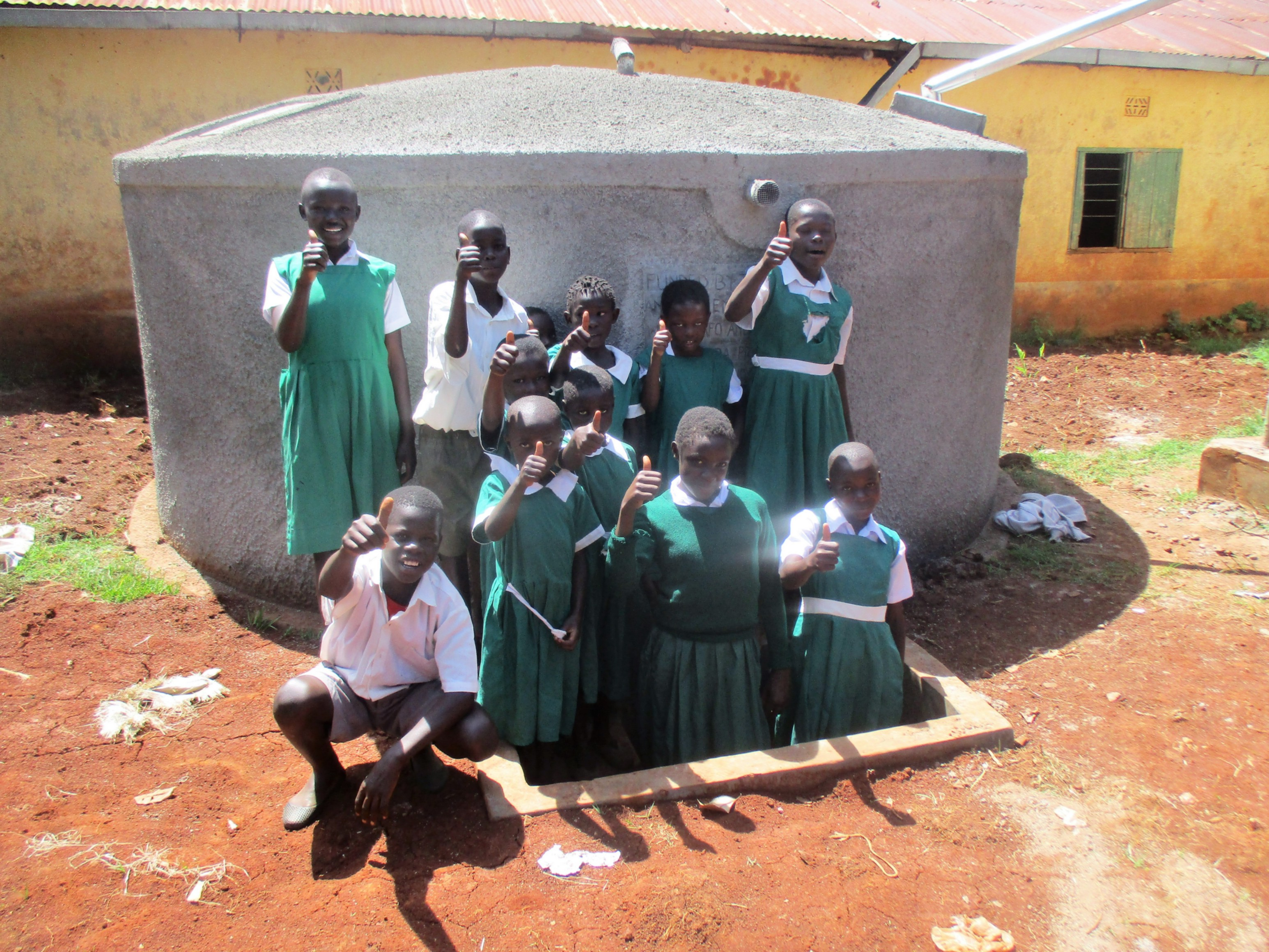 The Water Project : 18-kenya4630-finished-tank