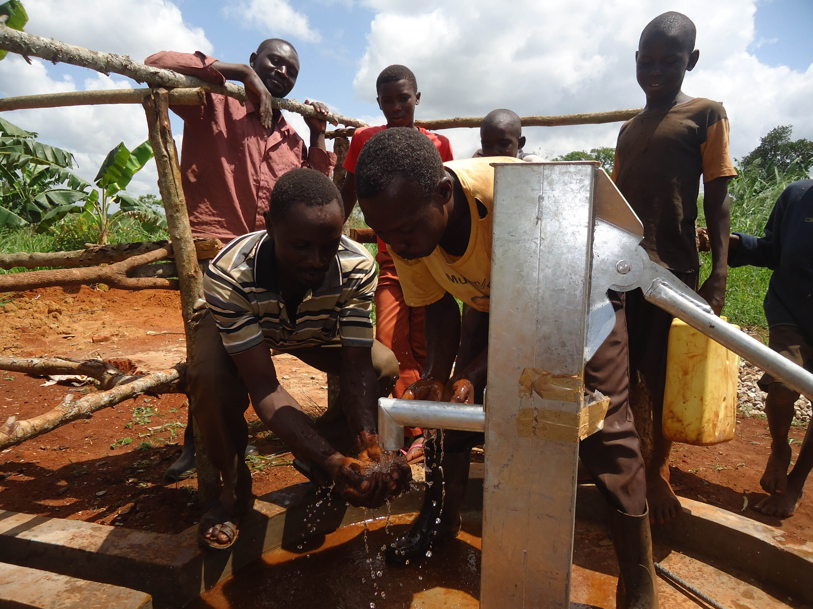 The Water Project : 19-uganda6072-water-flowing
