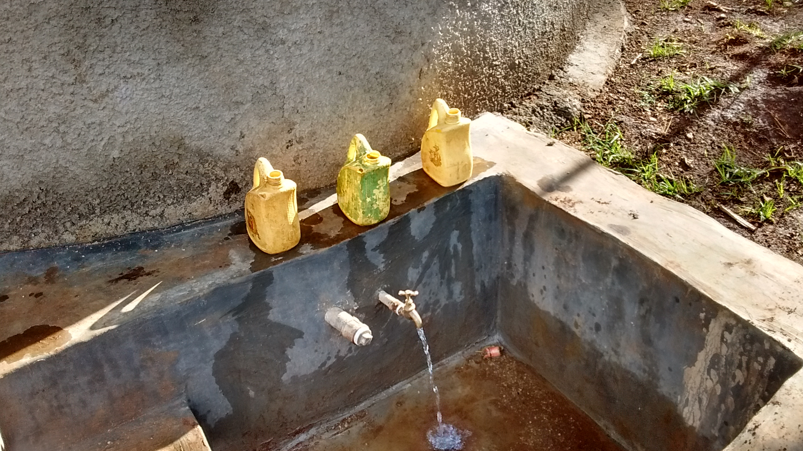 The Water Project : 26-kenya4629-finished-tank