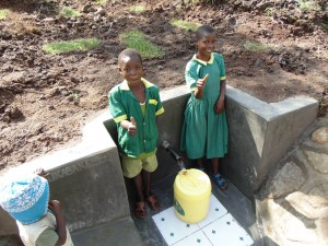 The Water Project : 27-kenya4581-protected-spring