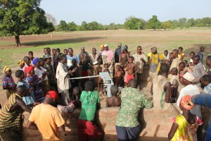 The Water Project : 5-burkinafaso9086-community-gathering