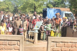 The Water Project : 8-burkinafaso9090-repaired-borehole