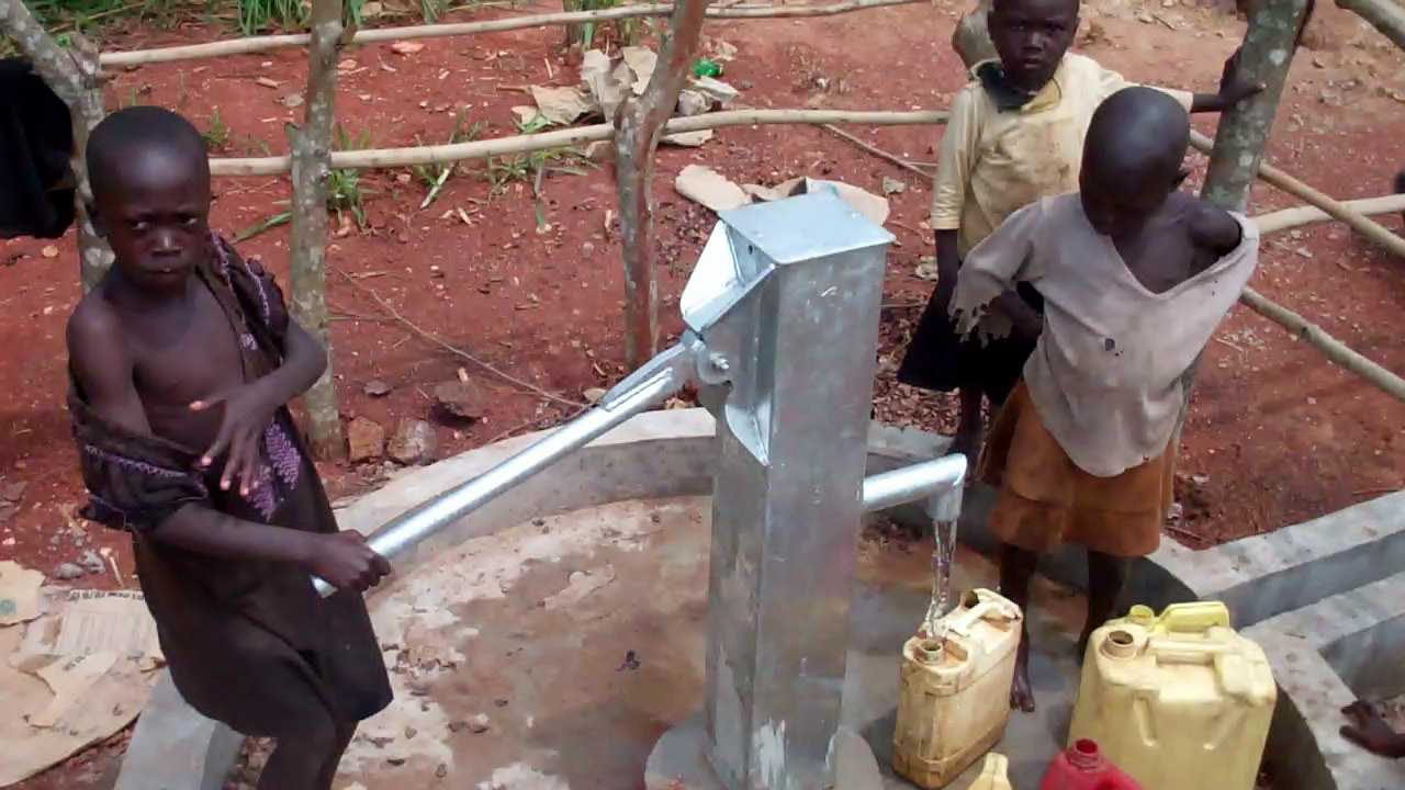 The Water Project : 14-uganda6078-clean-water