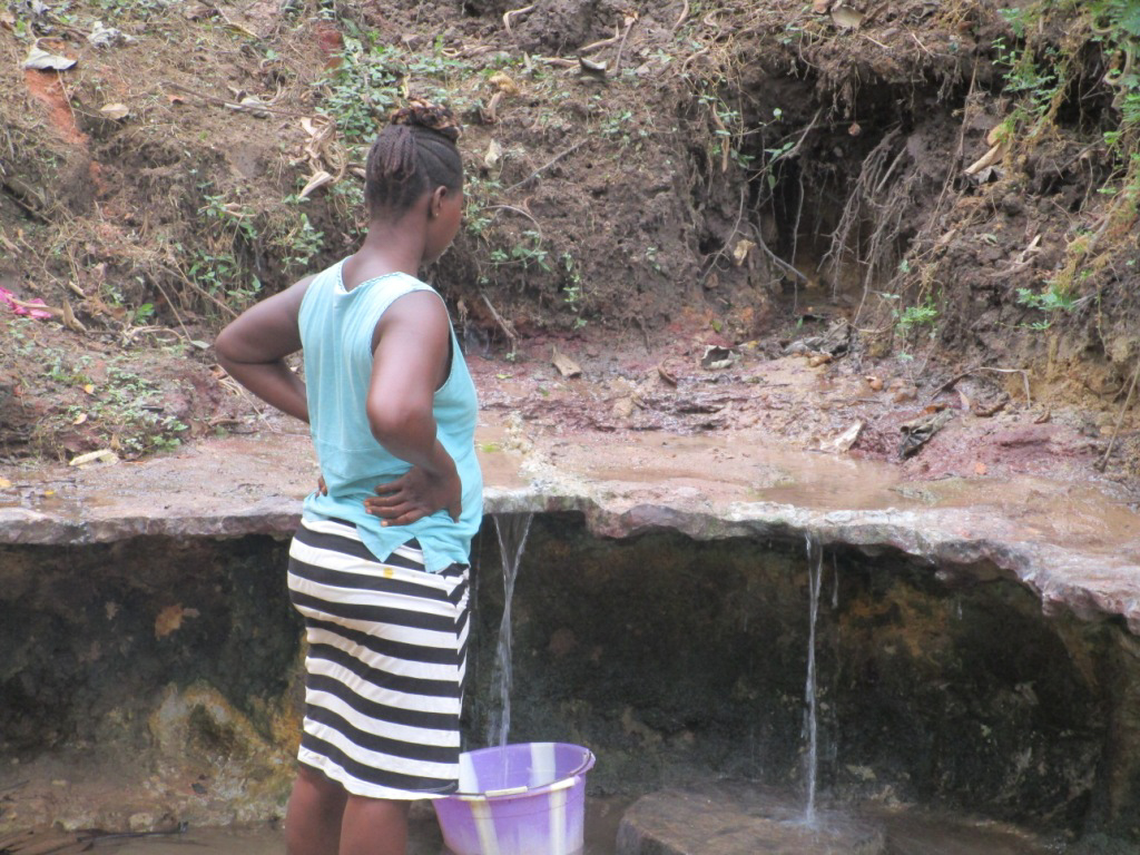 The Water Project : 2-sierraleone5104-fetching-water