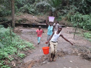 The Water Project : 3-sierraleone5104-carrying-water