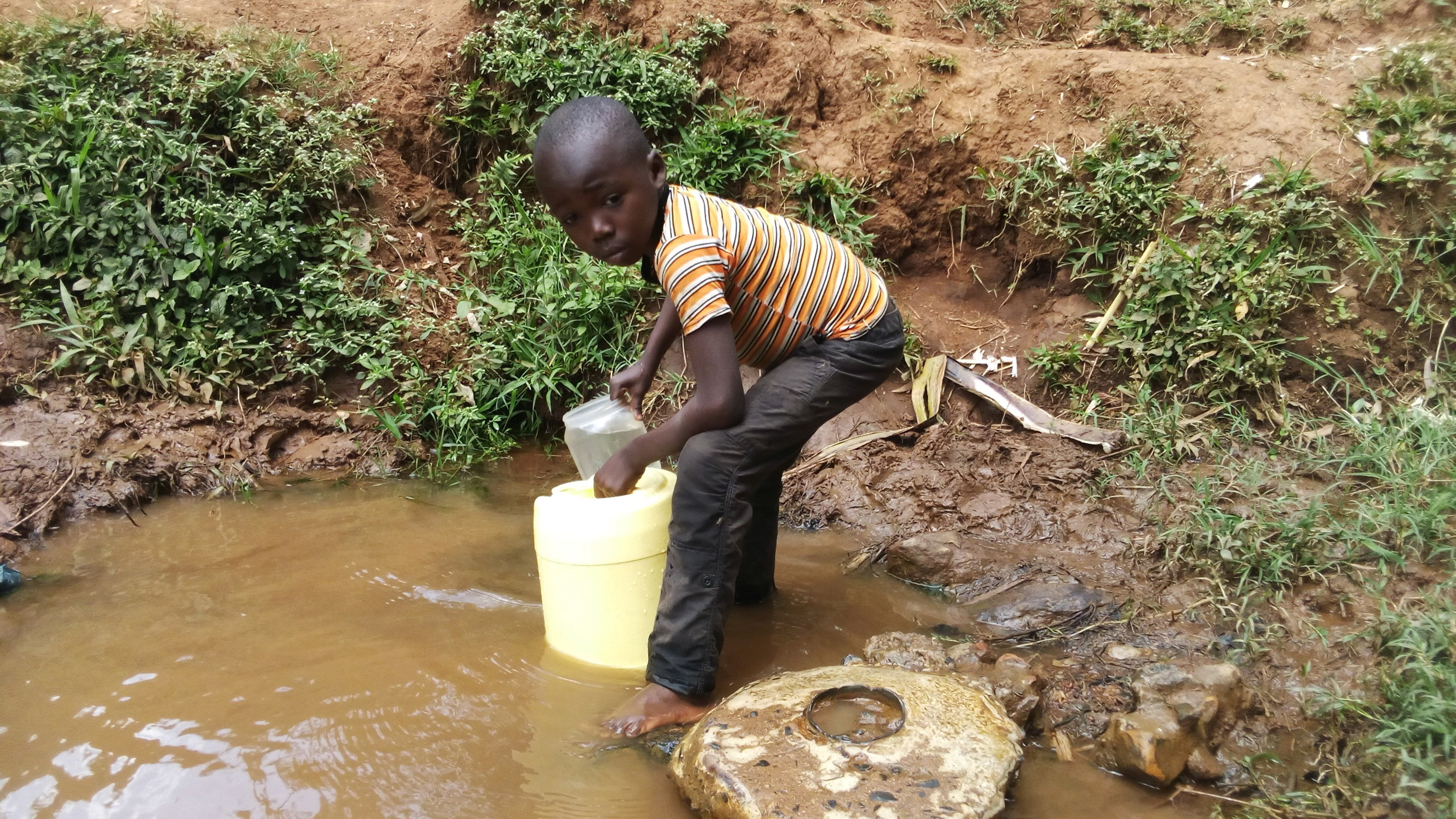 The Water Project : 7-kenya4709-fetching-water