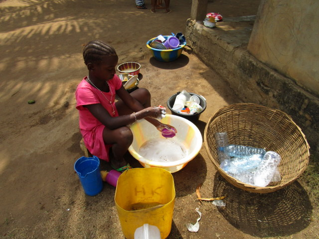 The Water Project : 21-sierraleone5108-domestic-work
