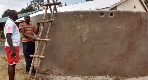 The Water Project : 27-kenya4637-tank-construction