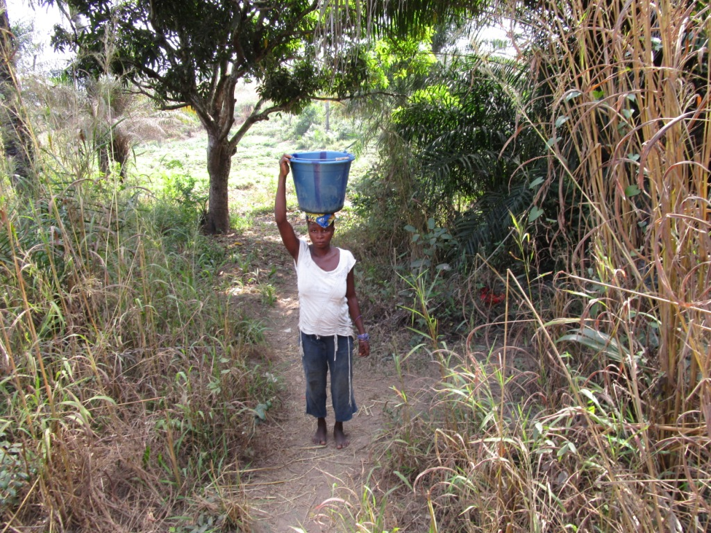 The Water Project : 4-sierraleone5113-carrying-water