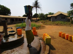The Water Project : 1-sierraleone5116-seasonal-well-when-working