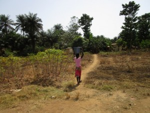 The Water Project : 10-sierraleone5121-carrying-water