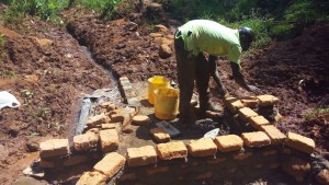 The Water Project : 16-kenya4708-construction