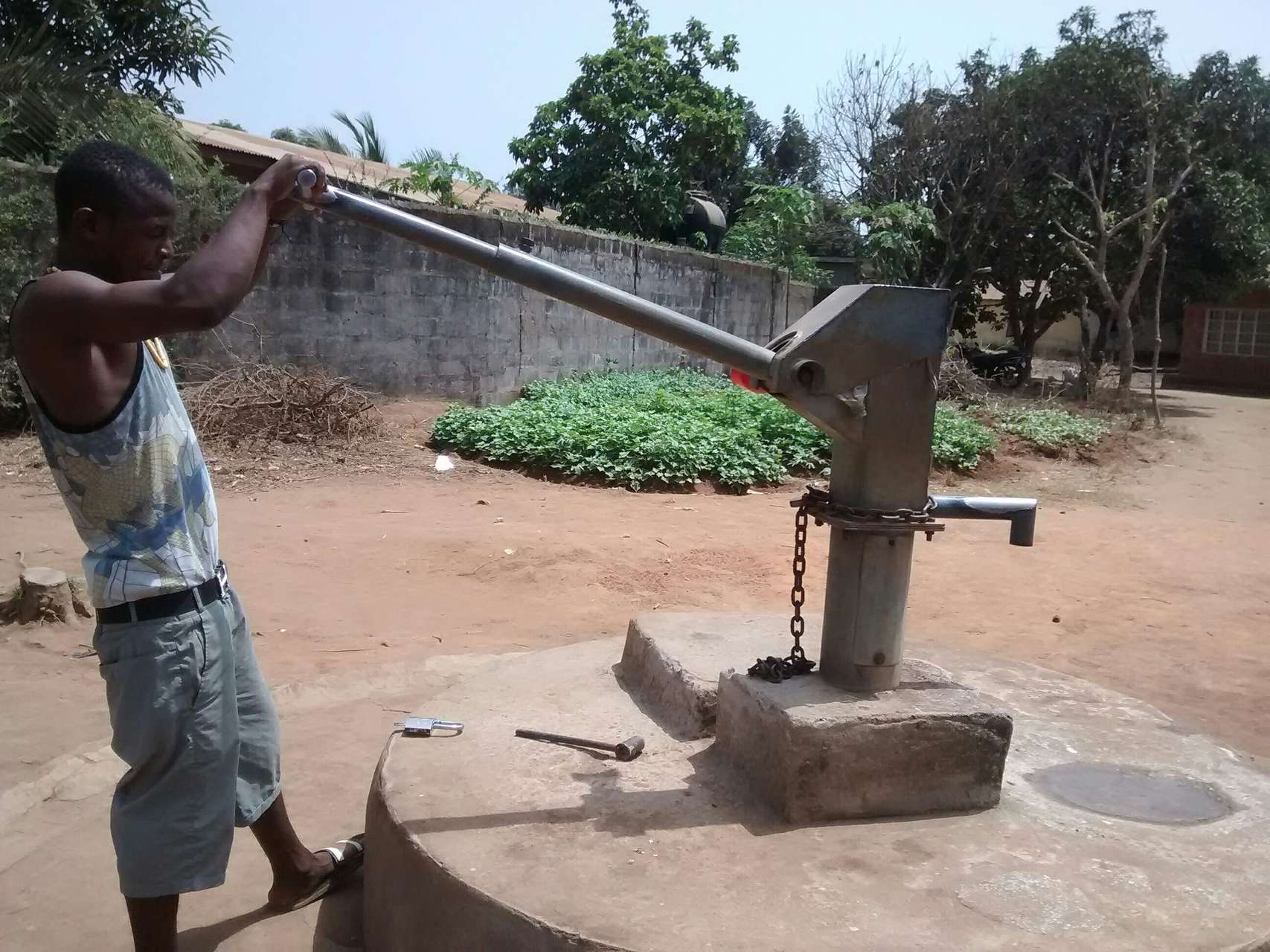The Water Project : 2-sierraleone5115-seasonal-well-when-it-is-difficult-to-use