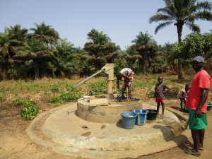 The Water Project : 2-sierraleone5121-seasonal-well