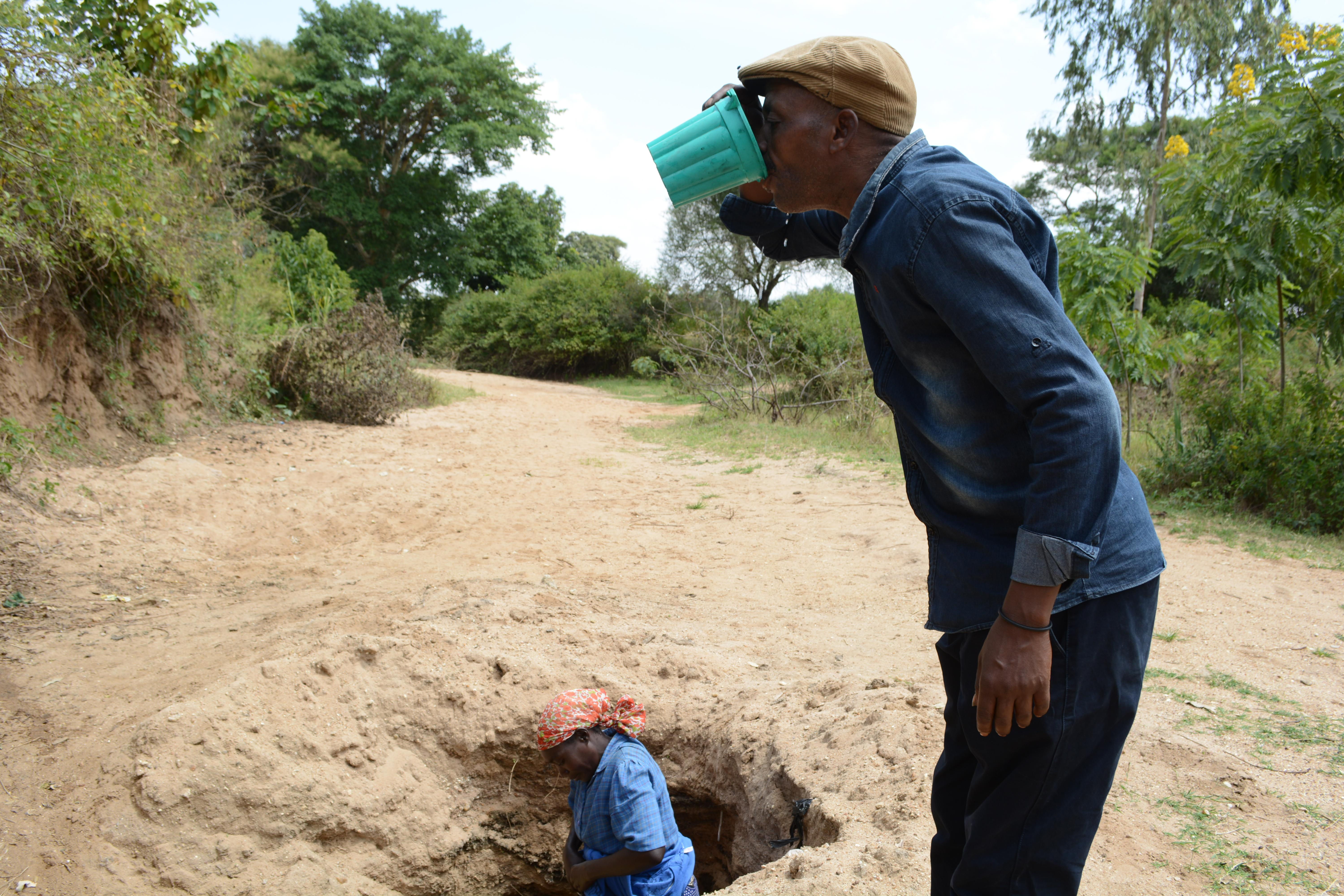 The Water Project : 22-kenya4782-family-two-household