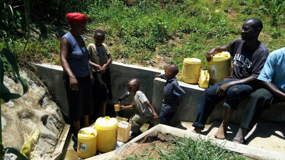 The Water Project : 24-kenya4697-protected-spring