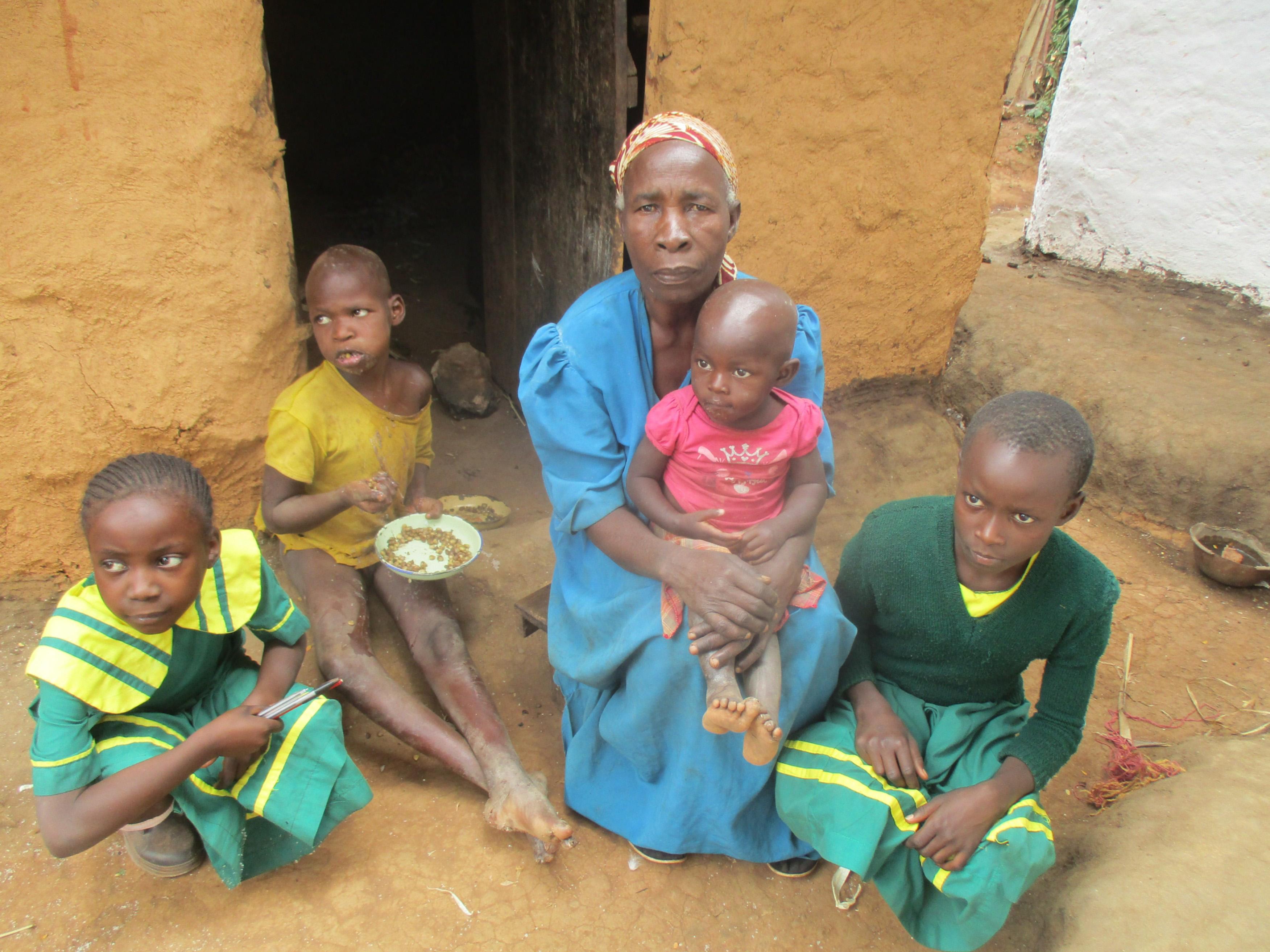 The Water Project : 3-kenya4662-mrs-beatrice-lumadi-with-her-grandchildren