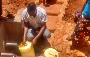 The Water Project : 32-kenya4708-protected-spring