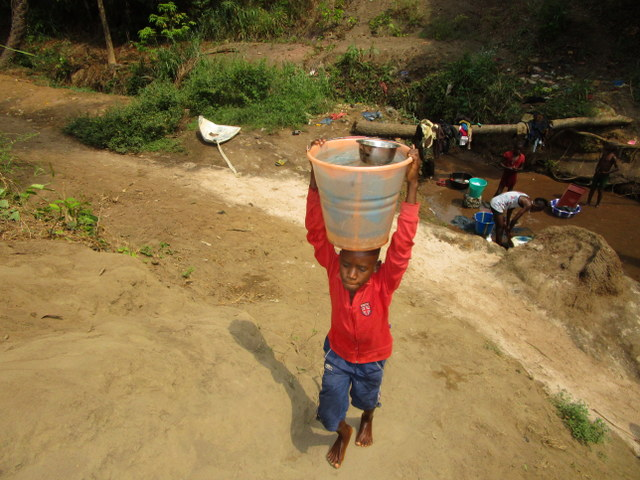 The Water Project : 4-sierraleone5116-carrying-water