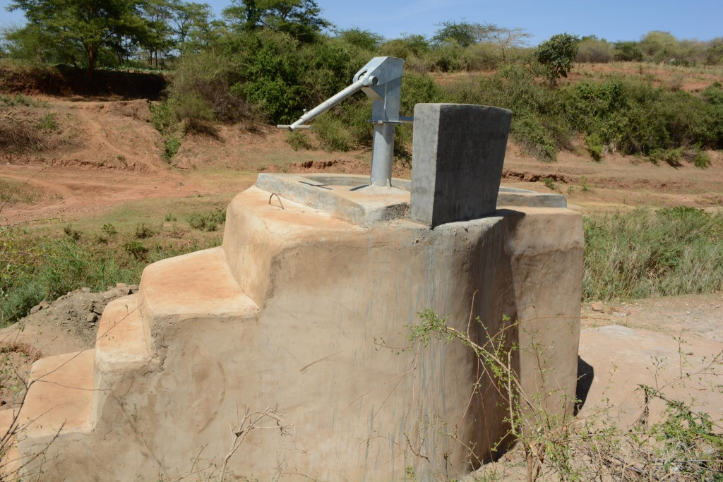 The Water Project : 11-kenya4780-finished-well