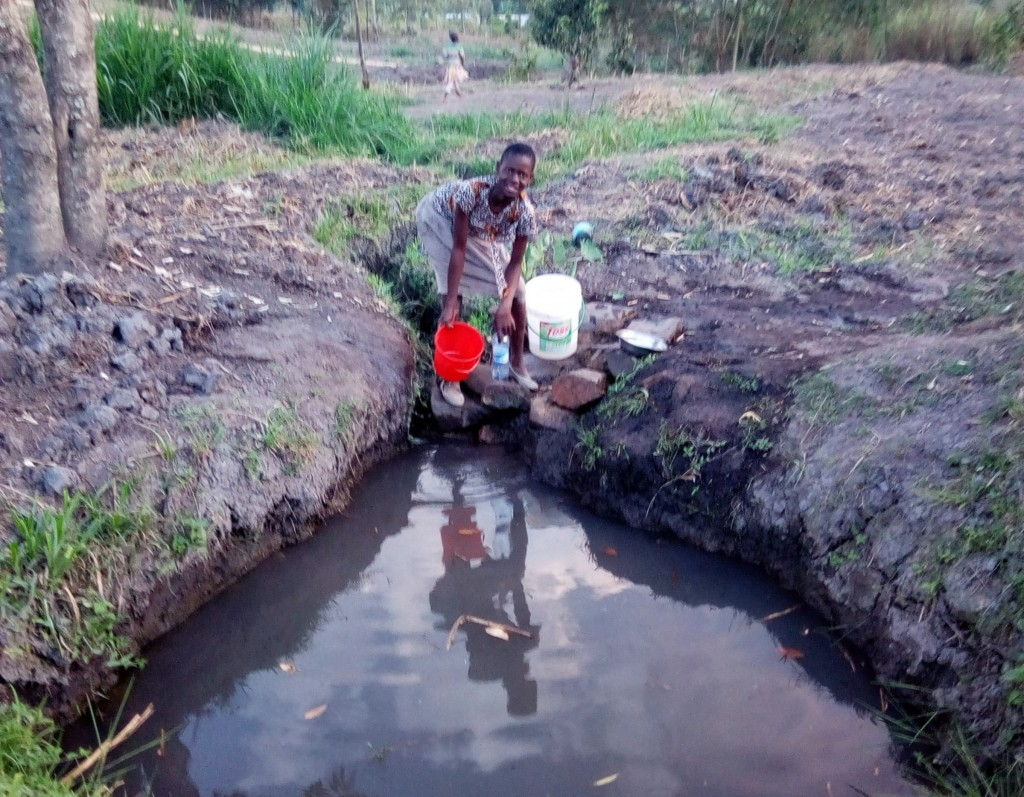 The Water Project : 2-kenya4733-fetching-water