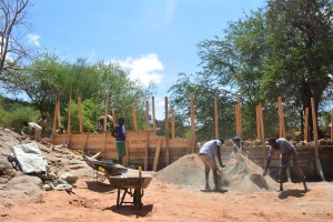 The Water Project : 22-kenya4759-construction