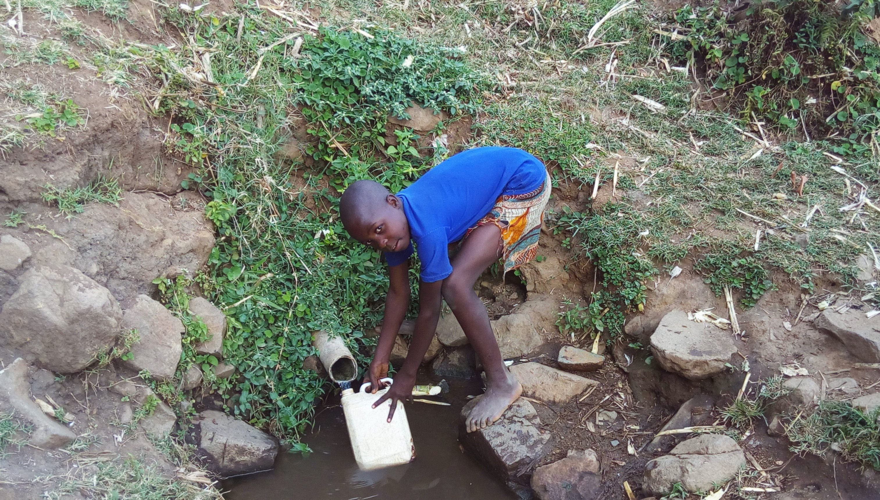 The Water Project : 4-kenya4737-fetching-water