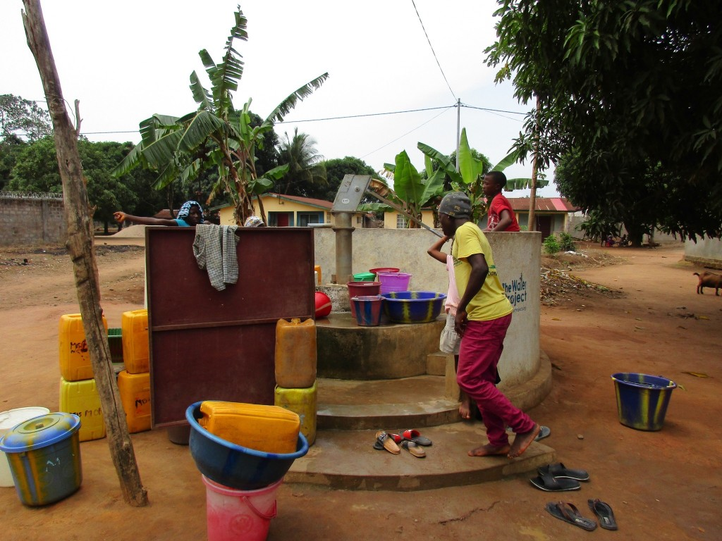 6 sierraleone5097 YAR fetching water