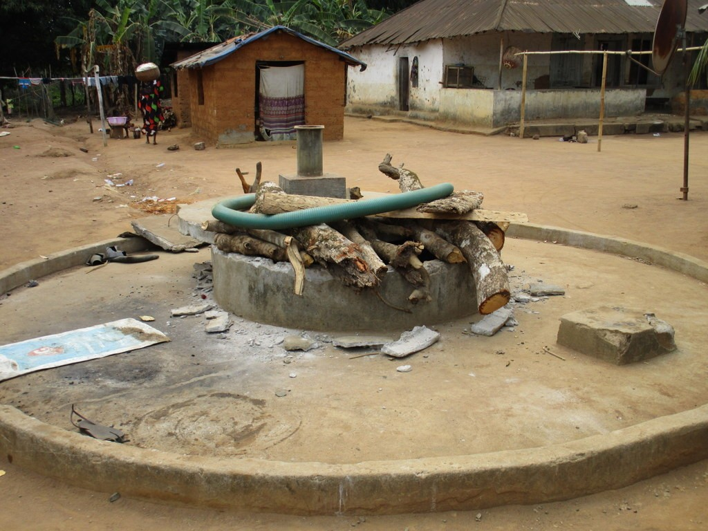 16 sierraleone5104 opening the well