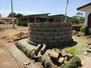 The Water Project : 26-sierraleone5110-walling-the-well