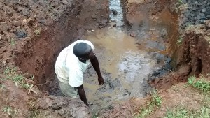 The Water Project : 27-kenya4720-excavation