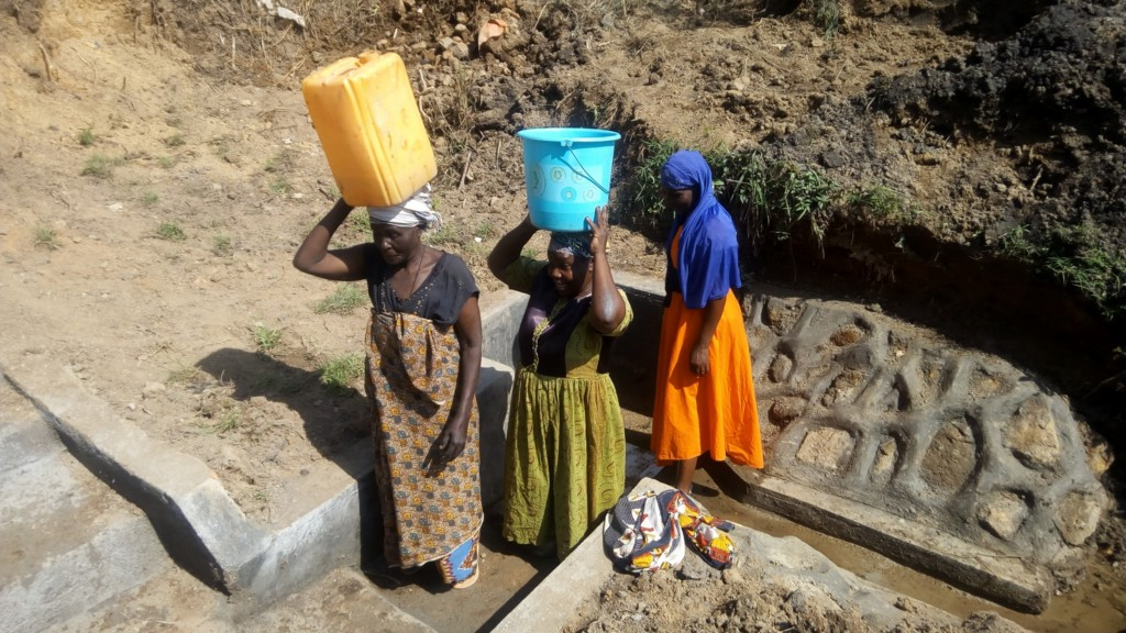 The Water Project : 28-kenya4713-clean-water