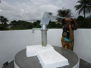 The Water Project : 33-sierraleone5110-pump-installation