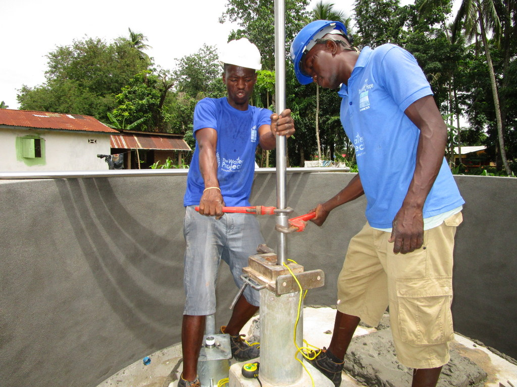 The Water Project : 36-sierraleone5114-pump-installation