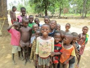 The Water Project : 37-sierraleone5105-drilling-onlookers