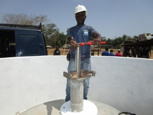 The Water Project : 38-sierraleone5104-pump-installation