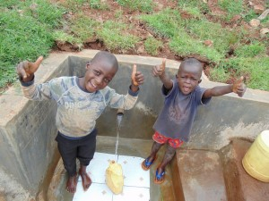 The Water Project : 40-kenya4720-clean-water