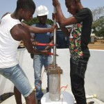 The Water Project : 40-sierraleone5104-pump-installation