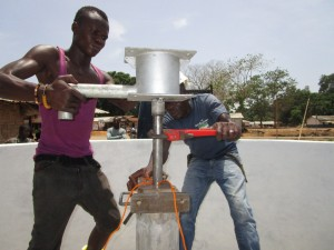The Water Project : 42-sierraleone5104-pump-installation