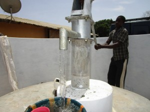 The Water Project : 43-sierraleone5104-pump-installation