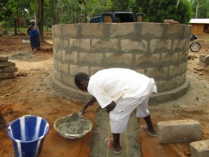 The Water Project : 56-sierraleone5105-building-the-new-well-pad