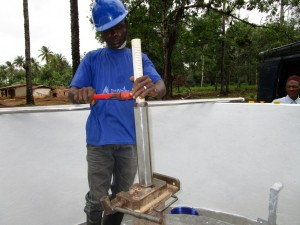 The Water Project : 58-sierraleone5105-pump-installation