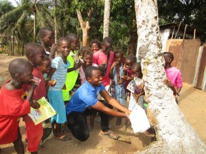 The Water Project : 6-sierraleone5104-hand-washing