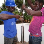 The Water Project : 60-sierraleone5105-pump-installation