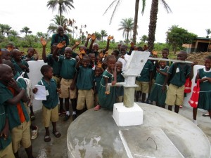 The Water Project : 62-sierraleone5106-clean-water-flowing